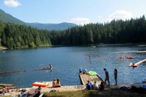 【露露營】熱辣辣的夏天哪裡露?全台玩水營區30選 – 露營 野餐 野炊